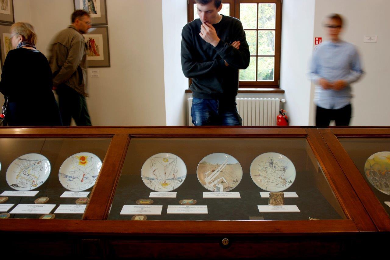Salvadoro Dali ekspozicijos fragmentas