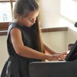 Jaunoji pianistė Ugnė Lamsaitytė
